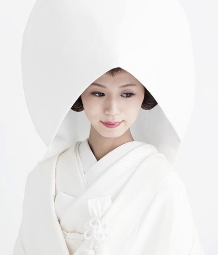晴れの日に輝く白の伝統美